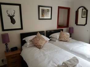 Bedroom 1, Dunkeld Self Catering Birnam Holiday Cottage